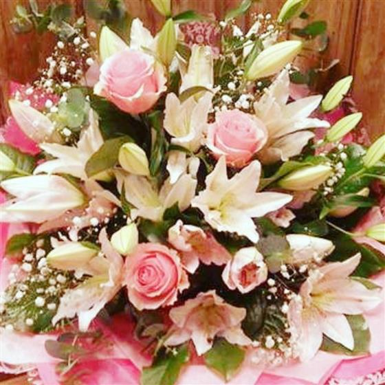 Glorious Lily and Rose Bouquet (free delivery)