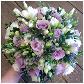 fwthumblilac rose bouquet.jpg