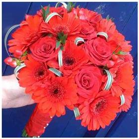 fwthumbred wedding bouquet.jpg